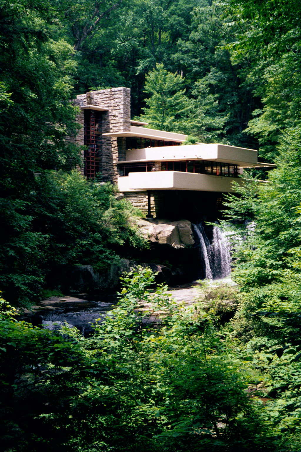 Fallingwater pictures classic view from path near lookout - Maison sur la cascade ...