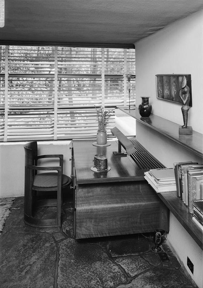 Fallingwater photos: guest bedroom desk (Frank Lloyd Wright)