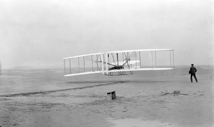 WRIGHT BROTHERS: The Men who Made Flight Possible (Fast Track Biographies)